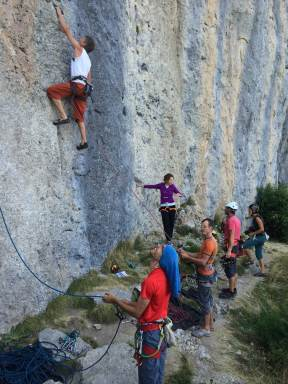 Arnaud s'échauffe dans Climb on the wild side, 6a+