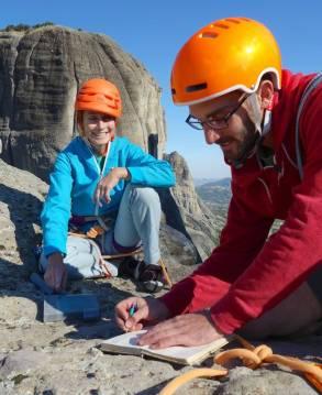 """Sommet d'Adrachti et le classique """"summit book"""""""