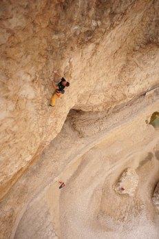 Wadi Bani Khalid, Alex dans sa voie Honey Bani, 7c